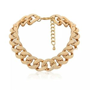 2/25! Chunky Plastic Gold Necklace